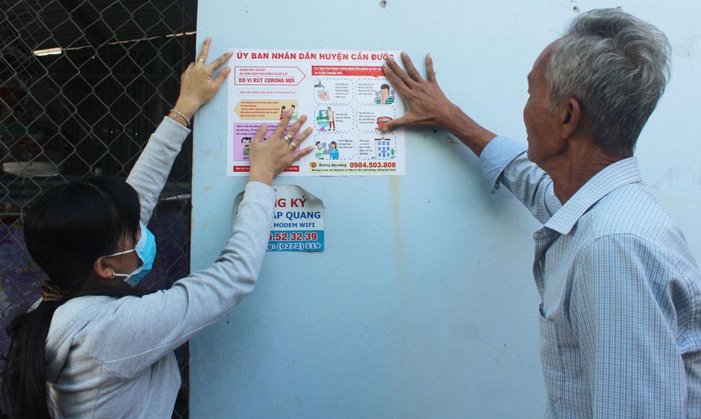 Nhà trọ treo áp phích, bảng thông báo về dịch bệnh Covid-19