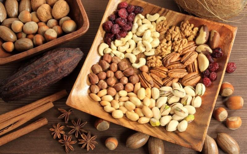 Thực phẩm giúp bổ sung magie: Hấp thụ đủ magie có thể giúp hệ thống miễn dịch ở trạng thái tốt nhất, trái tim khỏe mạnh và xương chắc khỏe. Nhiều loại thực phẩm nguyên chất, bao gồm rau, đậu... sẽ giúp người cao tuổi bổ sung magie.