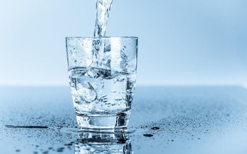 Nước không phải là một loại vitamin hay khoáng chất, nhưng nó rất quan trọng cho sức khỏe. Tuổi càng cao, cảm giác khát có thể suy giảm, khiến người gia có thể tăng nguy cơ bị mất nước./.
