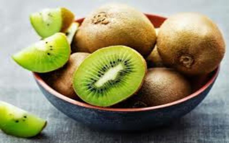 Kiwi chứa nhiều vitamin C - chất chống oxy hóa có tác dụng bảo vệ chống ung thư và vô cùng tốt cho da và mắt.