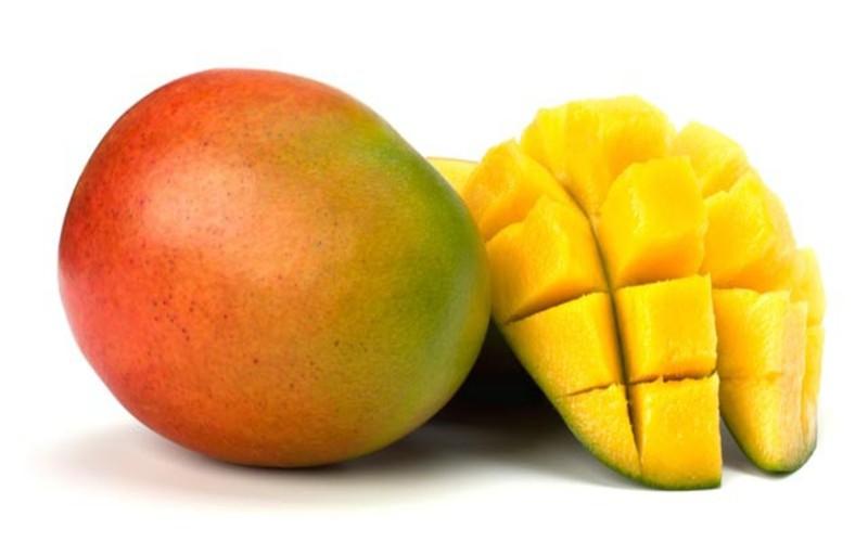 Xoài là loại trái cây nhiệt đới giàu dinh dưỡng với hàm lượng beta-caroten cao, từ đó cơ thể sẽ chuyển hóa thành vitamin A giúp tăng cường hệ miễn dịch và cải thiện thị