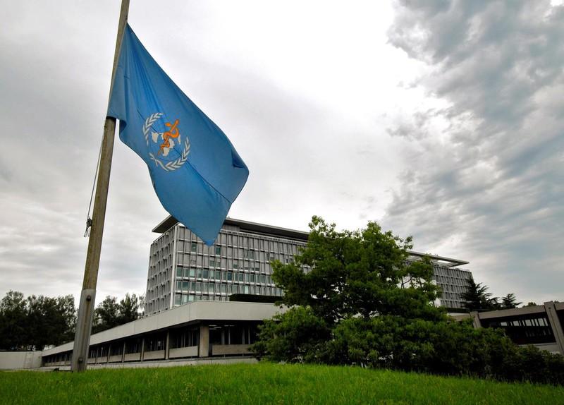 Tổng giám đốc WHO kêu gọi các nước cần thận trọng, tránh vội vã trong việc dỡ bỏ các biện pháp giãn cách xã hội trong cuộc chiến với Covid-19. Ảnh: Reuters
