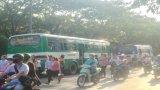 Cần Giuộc: Nhiều xe đưa rước công nhân vẫn chở quá số lượng cho phép trong phòng dịch Covid – 19