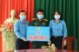 Liên đoàn Lao động tỉnh Long An hỗ trợ 100 triệu đồng cho 5 cơ sở cách ly tập trung