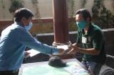 Liên đoàn Lao động tỉnh Long An thăm, tặng quà cho công nhân