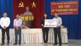 """UBMTTQ Việt Nam huyện Đức Hòa Trao """"cần câu"""" giúp hộ nghèo vươn lên"""