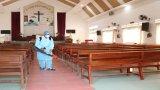 Đức Hòa: Phun xịt thuốc khử trùng, sát khuẩn các cơ sở tôn giáo phòng, chống dịch bệnh Covid-19