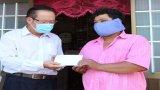Thủ Thừa: Tặng quà Tết Chol Chnam Thmay cho đồng bào dân tộc Khmer