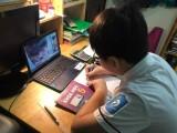 Tuần đầu học trực tuyến: 'Con thất học thì chịu, tiền đâu mua máy in, máy tính?'