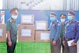 Bộ Chỉ huy Quân sự Long An tặng vật tư y tế cho quân đội Campuchia