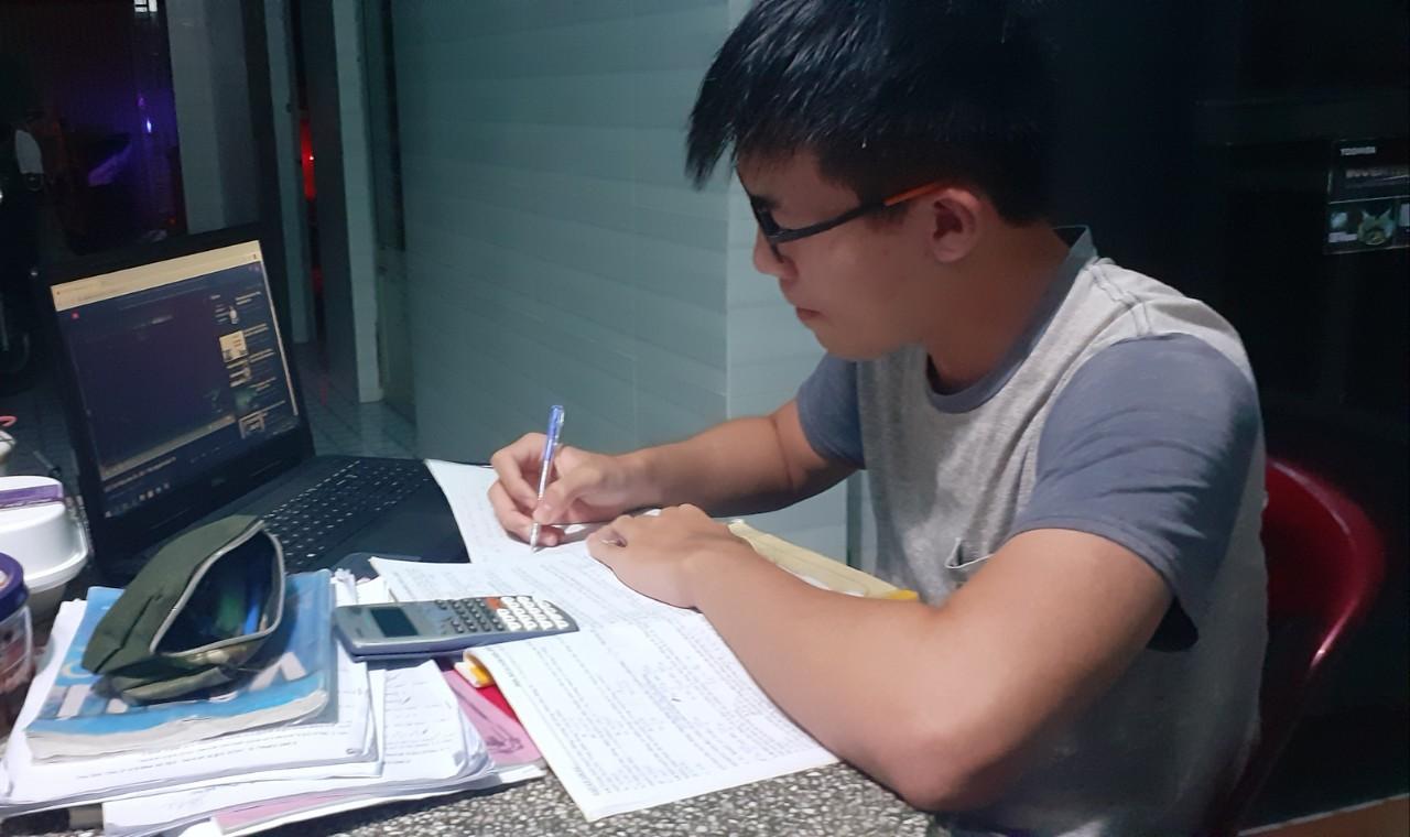 Nguyễn Hoàng Gia học 6-8 tiếng/ngày