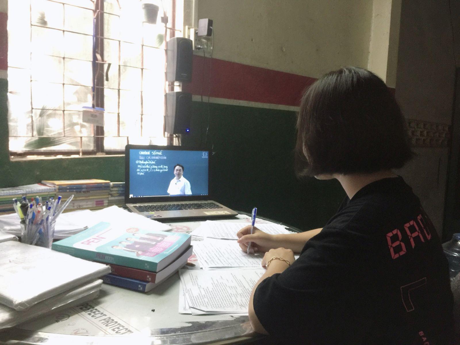 Nguyễn Thị Thanh Thanh tích cực tự học trên Internet mỗi ngày
