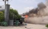 Cháy xe tải ở bãi xe Nam Phong