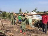 Đồn Biên phòng Bình Thạnh giúp dân khắc phục hậu quả lốc xoáy