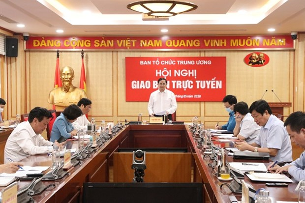 Pham Minh Chinh (standing), Politburo member and Chairman of the Party Central Committee's Organisation Commission, speaks at the teleconference on May 5 (Photo: xaydungdang.org.vn)