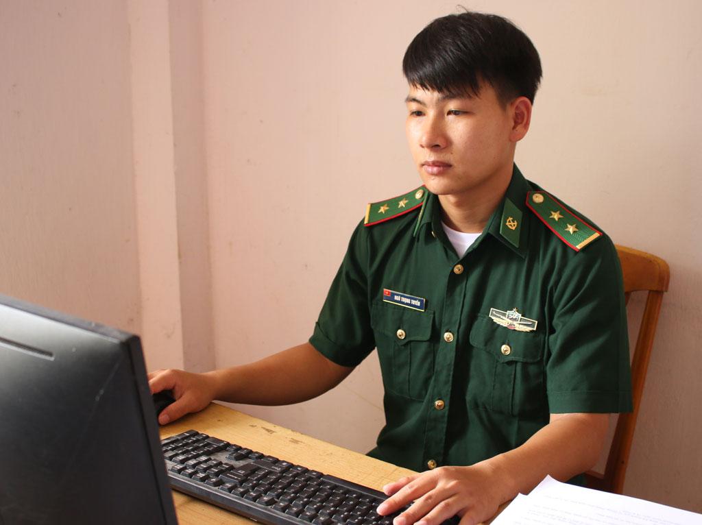Trung úy Ngô Trọng Tuyến luôn chịu khó, năng động, nhiệt tình trong công việc