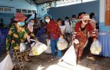 Hơn 3.000 gia đình người gốc Việt tại Campuchia được cứu trợ
