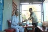 Chăm sóc người cao tuổi cả về sức khỏe lẫn tinh thần