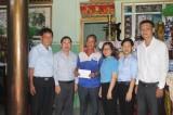 Thăm, tặng quà gia đình nạn nhân bị tai nạn lao động