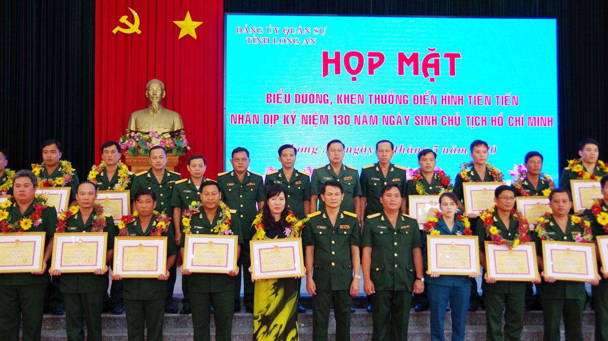 Bộ CHQS tỉnh Long An khen thưởng các tập thể, cá nhân có thành tích xuất sắc