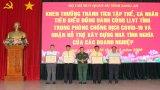 Khen thưởng tập thể, cá nhân đồng hành cùng lực lượng vũ trang Long An phòng, chống dịch Covid-19