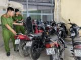 Thu giữ 8 xe mô tô không rõ nguồn gốc từ 1 vụ trộm