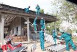 Cần Đước: Gió lốc làm tốc mái 20 căn nhà