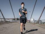 Nguy cơ sức khỏe khi vừa chạy bộ vừa đeo khẩu trang