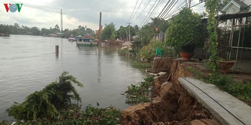 """Một điểm sạt lở """"hàm ếch"""" vừa xảy ra tại Kênh 28 thuộc xã Đông Hòa Hiệp, huyện Cái Bè, tỉnh Tiền Giang."""
