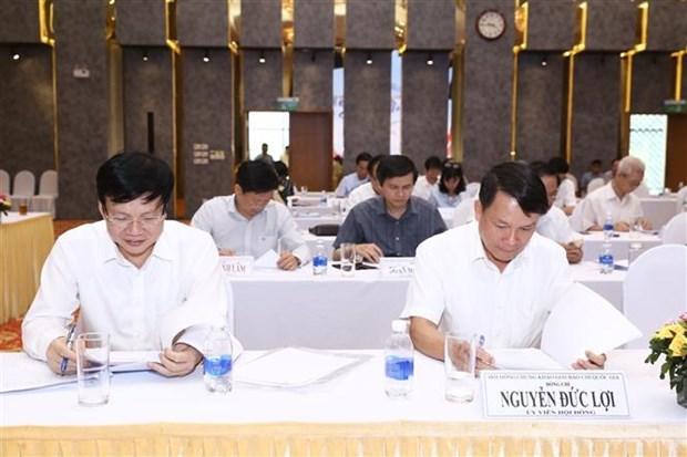 Thành viên Hội đồng giám khảo Giải báo chí quốc gia lần thứ XIV năm 2019 chấm các tác phẩm báo chí. (Ảnh: Minh Quyết/TTXVN)