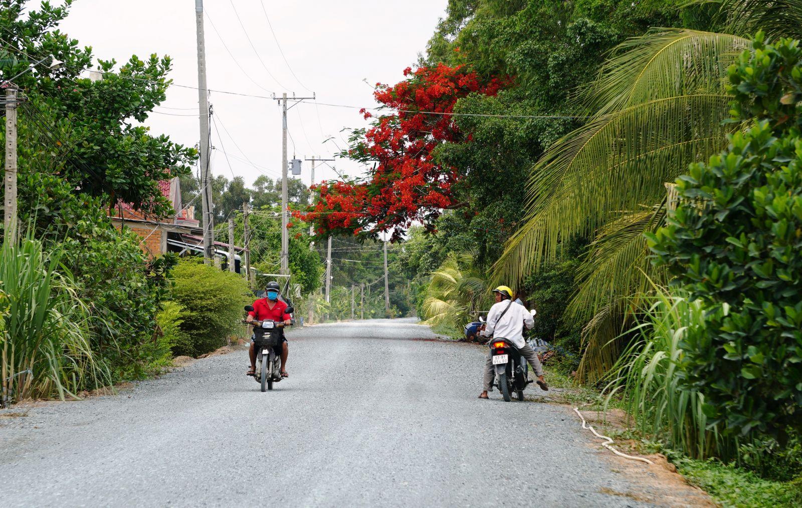 The road along Bang Lang canal is asphalted