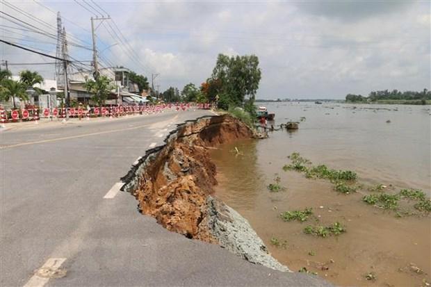 Hiện trường vụ sạt lở Quốc lộ 91 đoạn qua xã Bình Mỹ, huyện Châu Phú, tỉnh An Giang. (Ảnh: Công Mạo/TTXVN)