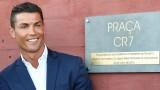 Ronaldo là tỷ phú bóng đá đầu tiên trên thế giới