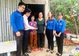 Agribank Chi nhánh Đông Long An hỗ trợ tiền cho người bệnh hiểm nghèo