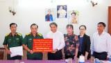 Bộ Chỉ huy Quân sự tỉnh Long An trao kinh phí hỗ trợ giáo dân