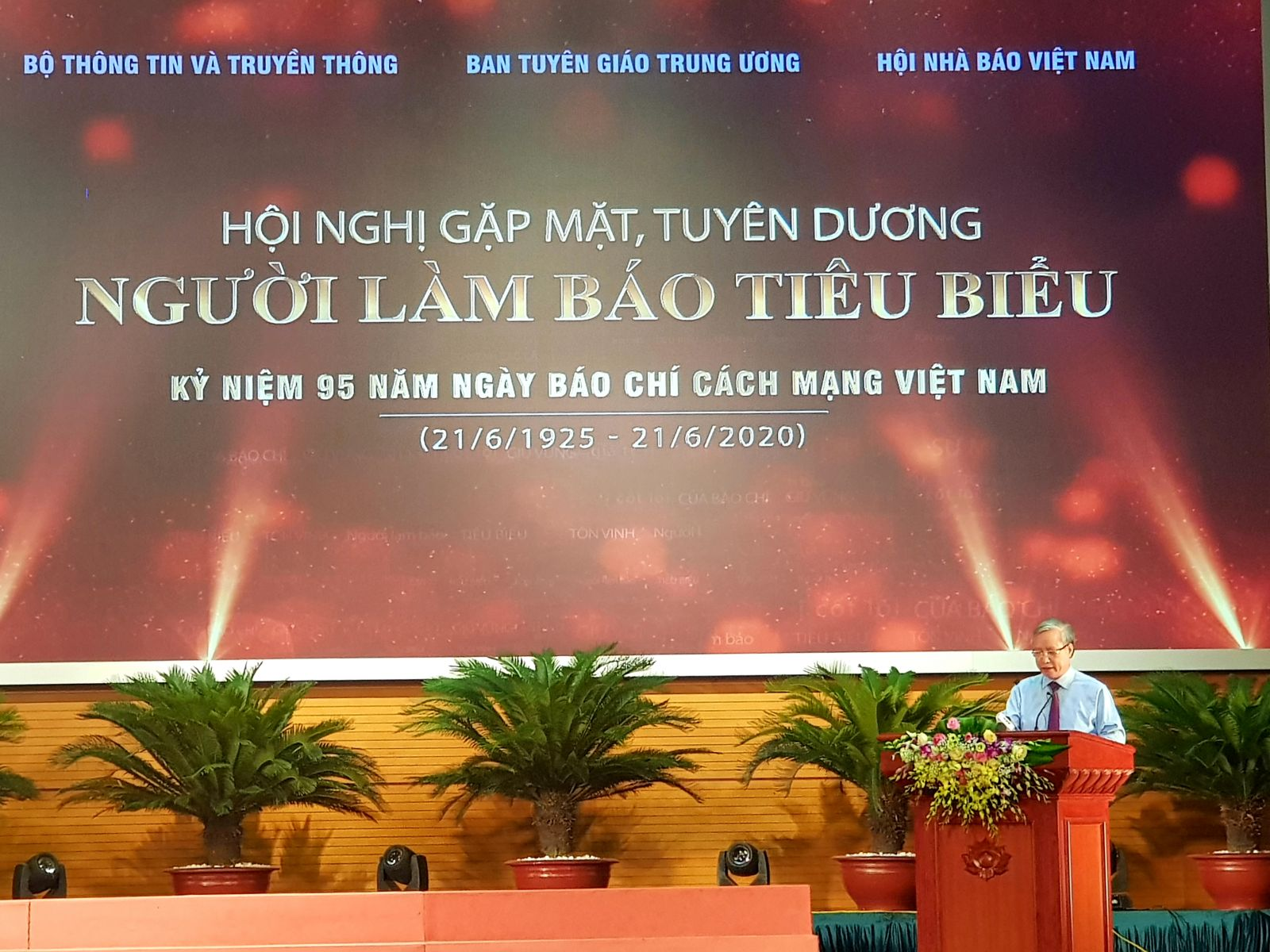 Politburo member, Standing Secretariat - Tran Quoc Vuong speaks at the conference
