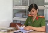 Nữ công an tận tụy với công việc