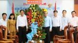 Huyện Cần Giuộc chúc mừng Báo Long An nhân ngày Báo chí Cách mạng Việt Nam 21/6