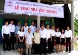 Tổng Công ty Điện lực Miền Nam trao 2 nhà tình thương tại Tân Trụ