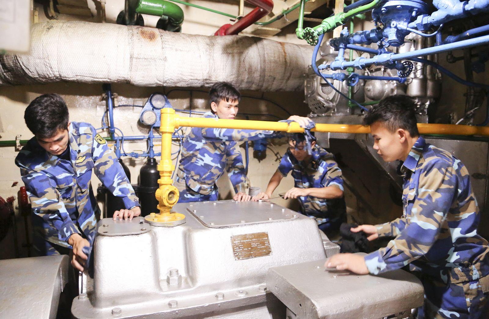 Giờ bảo quản, bảo dưỡng tại khoang máy của tàu