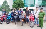 Công an huyện Đức Huệ trao trả 11 chiếc xe máy cho người bị hại