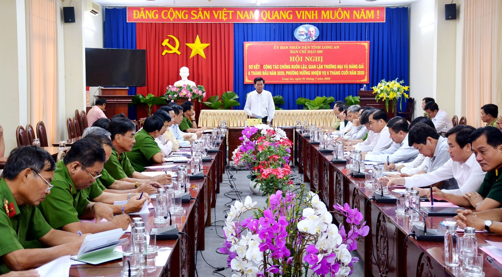 Chairman of Provincial People's Committee, Head of Provincial Steering Committee 389 - Tran Van Can chairs the conference