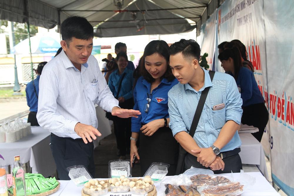 Thử sức với mô hình trồng nấm rơm trong nhà kín, anh Thuận có lợi nhuận 30 triệu đồng/tháng