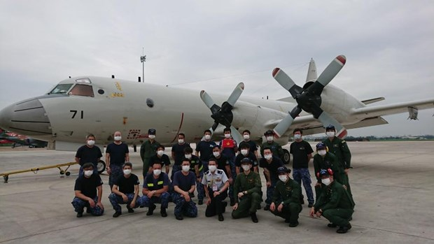 The P-3C aircraft and its crew at Tan Son Nhat Airport in HCMC in June 2020. (Photo courtesy of the Japanese Embassy in Vietnam)