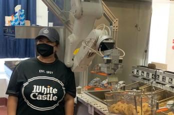 Robot đầu bếp - giải pháp đảm bảo giãn cách mùa đại dịch Covid-19