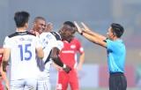 Trọng tài V-League sai sót: VFF, Ban trọng tài nói không có bán độ