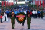 Thanh niên Long An thắp nến tri ân các anh hùng liệt sĩ