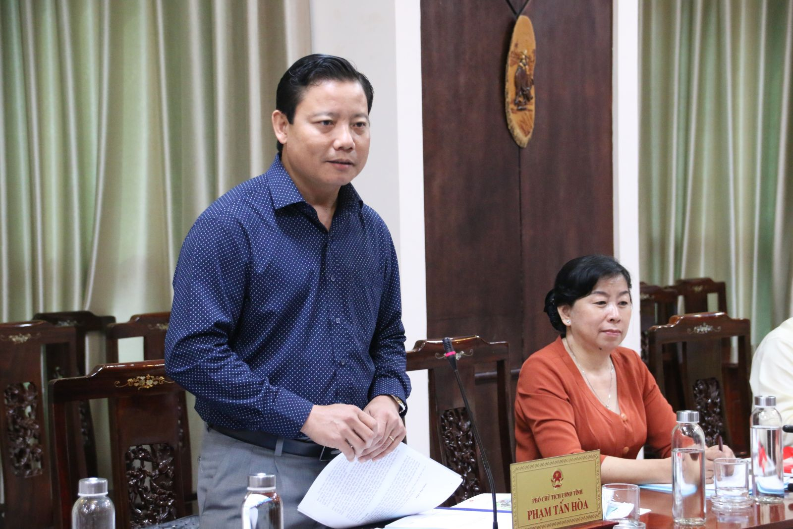 Vice Chairman of the Provincial People's Committee - Pham Tan Hoa attends and directs at the signing ceremony