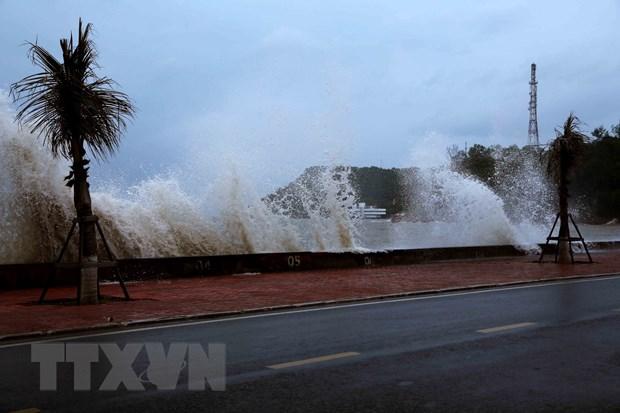 Sóng lớn tại khu vực biển tại quận Đồ Sơn, thành phố Hải Phòng. (Ảnh: An Đăng/TTXVN)