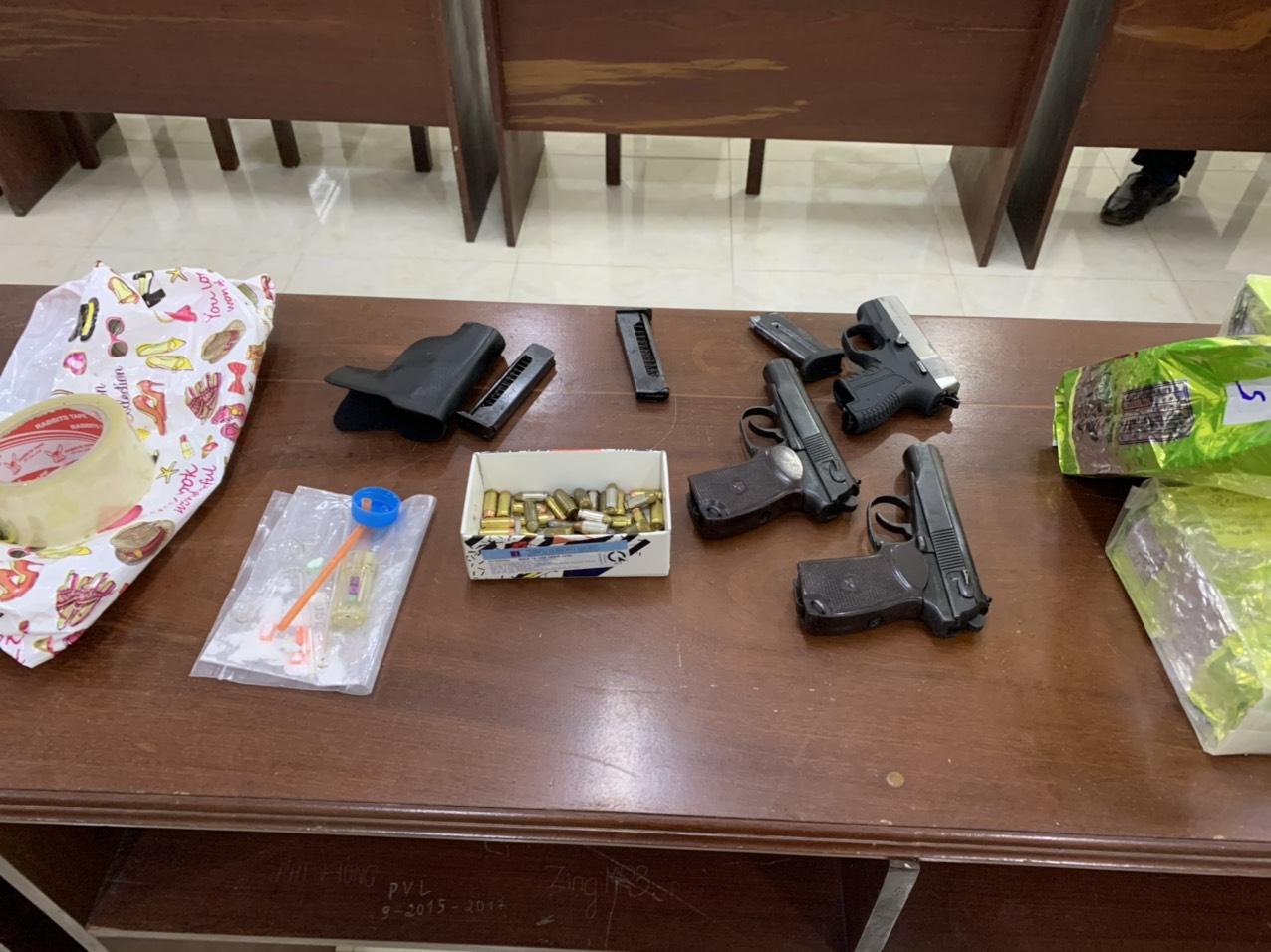 Các đối tượng vận chuyển ma túy còn mang theo súng